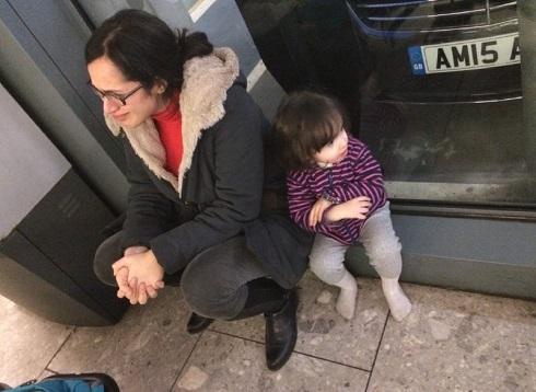 گریه خبرنگار BBCفارسی به دلیل سفر نکردن به آمریکا + عکس