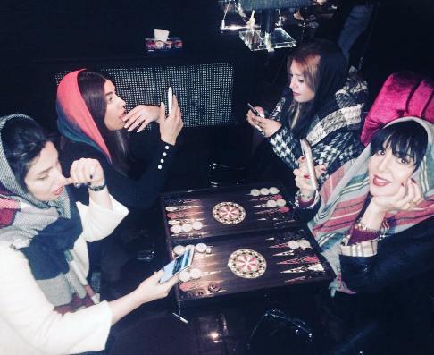 عکس لیلا بلوکات در کنار خواهر و دوستانش