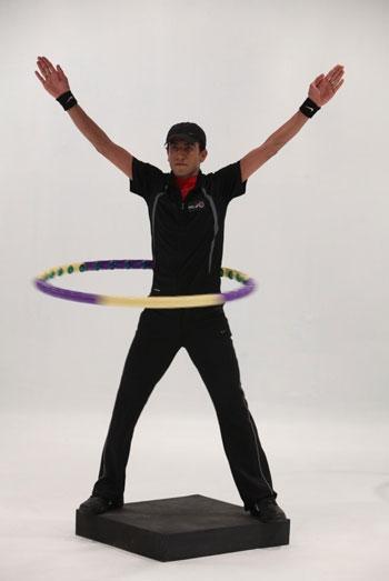 حرکت اول : چرخش با هولاهوپ برای کوچک کردن شکم