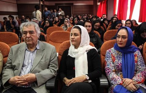 محمود عزیزی به همراه مریلا زارعی و الهام حمیدی