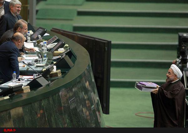 روحانی در مجلس/ ارائه بودجه 95 و افزایش حقوق 12 درصد/ تبریک برای اجرای برجام