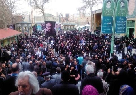 حضور مردم و مسئولین در مراسم فرج الله سلحشور