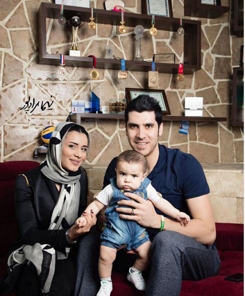 عکس شهرام محمودی در کنار همسر و پسرش