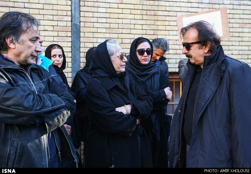 مجید مجیدی، باران کوثری و رخشان بنی اعتماد در مراسم خاکسپاری یدالله نجفی -8