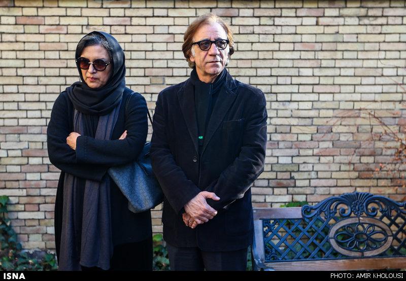رویا تیموریان و مسعود رایگان در مراسم خاکسپاری یدالله نجفی -5