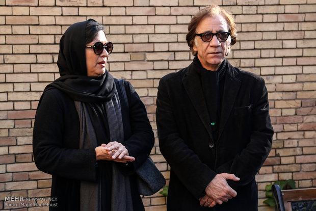 رویا تیموریان و مسعود رایگان در مراسم خاکسپاری یدالله نجفی -3