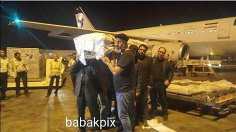 حمید فرخ نژاد, رضا میرکریمی درحال حمل پیکر عباس کیارستمی