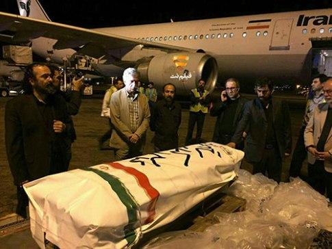 پیکر عباس کیارستمی در فرودگاه