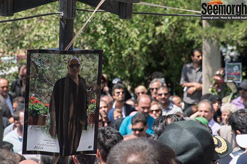 مردم در خاکسپاری عباس کیارستمی