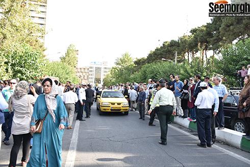 حضور مردم در خیابان های اطراف مراسم