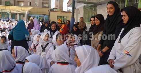 کیمیا علیزاده در افتتاحیه مدرسه خاک سفید