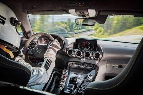 نمای داخلی مرسدس بنز سوپراسپرت AMG GT R