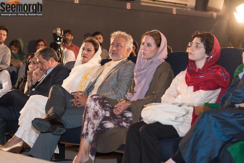 مجید مشیری و همسرش کنار جهانگیر کوثری