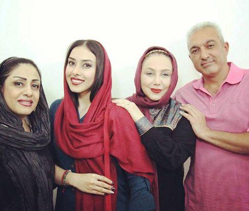 عکس بهنوش بختاری در کنار بردارش و همسر و برادرزاده اش