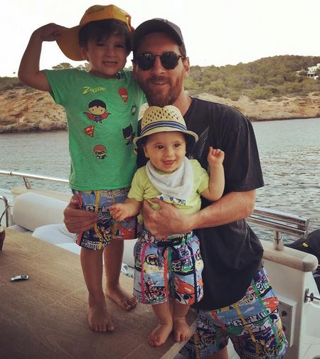 عکس تعطیلات مسی و خانوادهاش