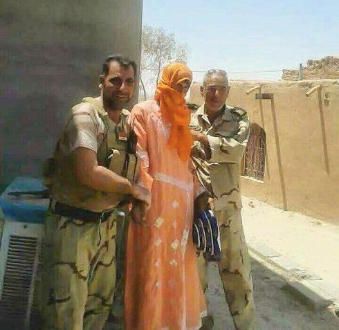 یک تروریست داعشی را که لباس زنانه