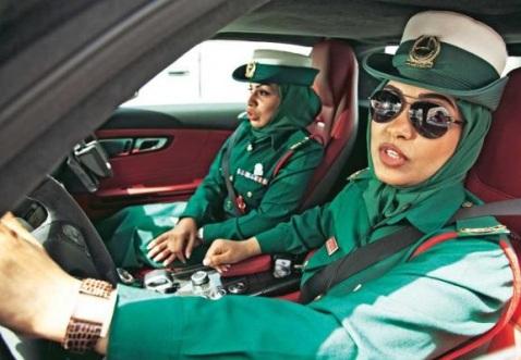 رانندگی زنان پلیس با اتومبیل های روز دنیا