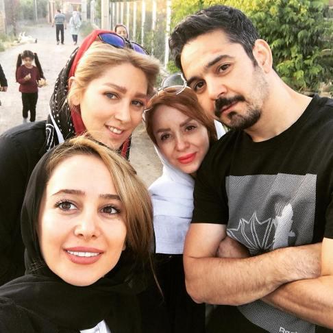 سلفی الناز حبیبی با برادرش و همسرش و خواهرش ( روسری سفید)