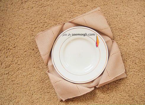 مرحله هفتم تزیین دستمال سفره به شکل زیربشقابی