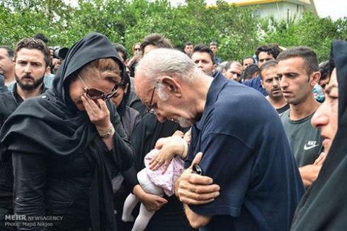 گریه های مردم بخاطر درگذشت حبیب