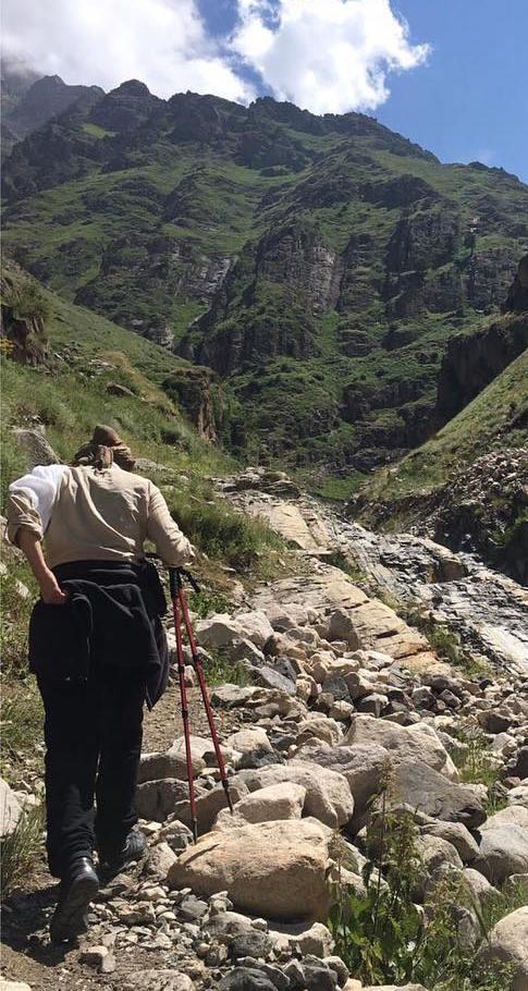 هدیه تهرانی درحال کوهنوردی