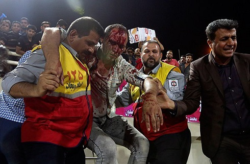 تصاویر درگیری خونین هواداران پرسپولیس و استقلال خوزستان