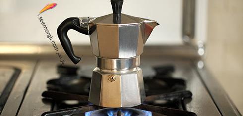 مرحله چهارم دم کردن قهوه با موکا پات Moka pot