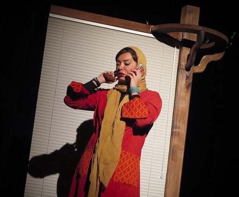 نگار فروزنده در نمایش زنانی که به بزها خیره شدهاند