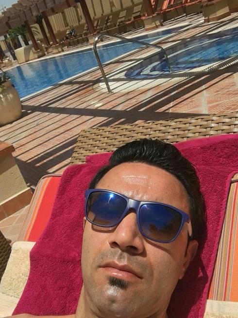 عکس آفتاب گرفتن نکونام در قطر