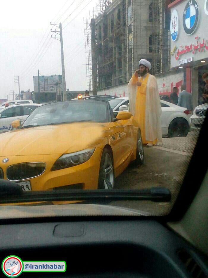 ست بودن رنگ لباس طلبه زرد پوش با خودروی بی ام و z4