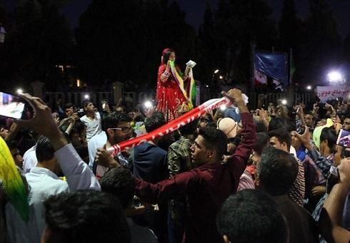 رقص یک دختر بعد از باخت پرسپولیس