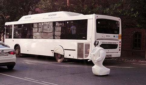 فرار ربات و حضور در خیابان 2