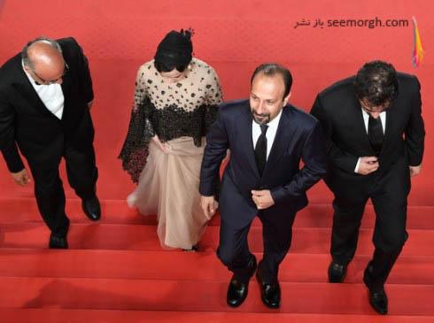 هنرمندان ایرانی درحال عبور از پله های کاخ جشنواره