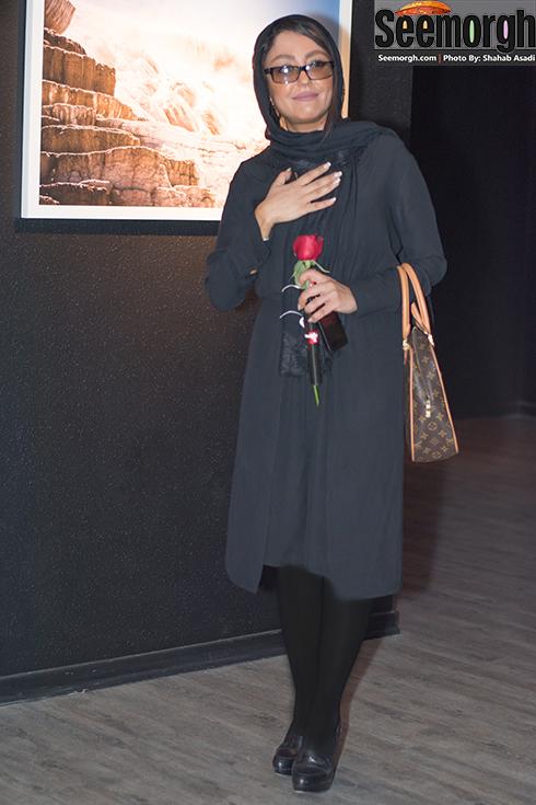 ظاهر شقایق فراهانی در نمایشگاه عکس تهمینه میلانی