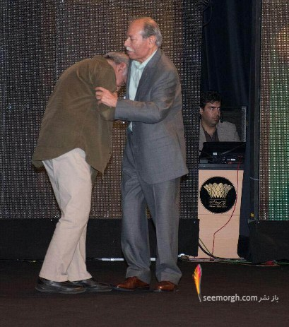 بوسیدن دست استاد علی نصیریان توسط پرویز پرستویی