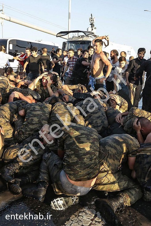 شکنجه کودتاگران توسط نیروهای امنیتی ترکیه