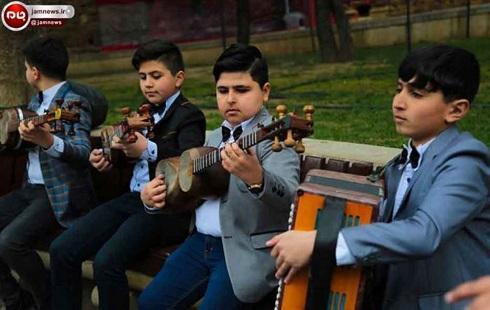 کودکان آذربایجان در حال نوازندگی