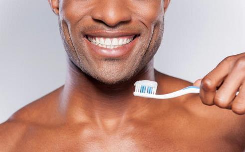 6. دندان هایتان را مسواک بزنید