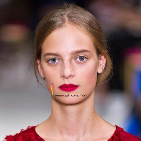 آرایش لب با رژ لب قرمز متناسب با پوست سفید برای پاییز 2016