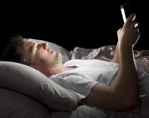 10.برای کاهش وزن هنگام خواب آی پد خود را پنهان کنید