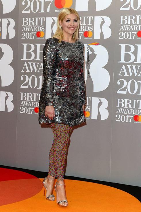 مدل لباس هالی ویلوبی Holly Willoughby در جوایز موسیقی بریتانیا British awarsd 2017