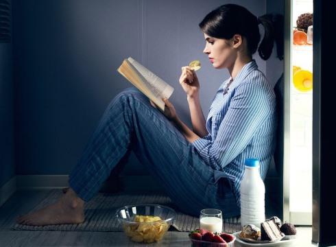 4. برای کاهش وزن اگر تمایل به خوردن شام دارید, شام سبک بخورید