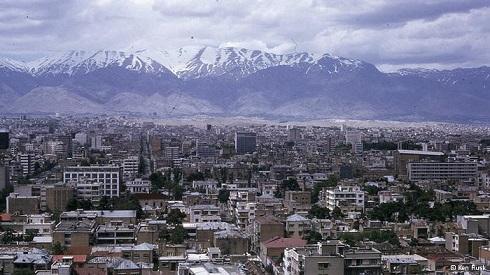 تهران حوالی سال ۱۳۵۰ خورشیدی با نمایی از البرز