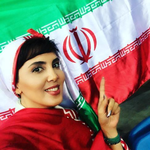 لیلا بلوکات در ورزشگاه محل بازی والیبال ایران و ایتالیا