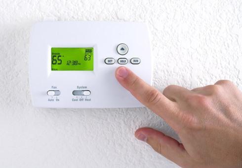 8. برای کاهش وزن هنگام خواب به سرما اجازه ورود بدهید