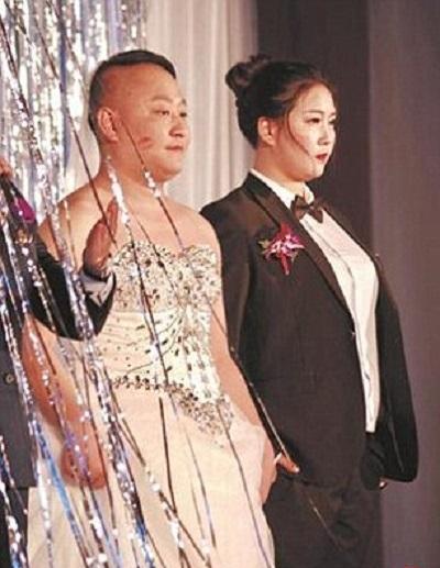 عروس و دامادی که لباس یکدیگر را پوشیدند 1