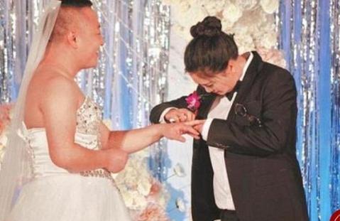 عروس و دامادی که لباس یکدیگر را پوشیدند 2