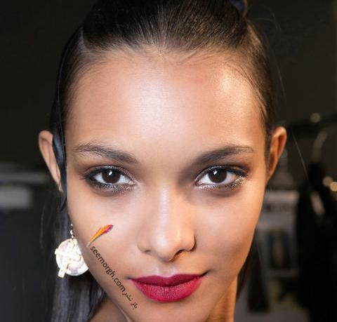 آرایش لب با رژ لب قرمز متناسب با پوست گندمی برای پاییز 2016