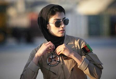 نیلوفر رحمانی زیباترین خلبان زن