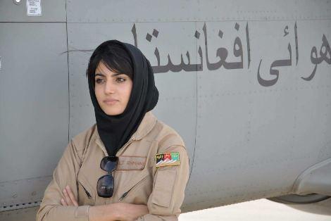 نیلوفر رحمانی خلبان زن در افغانستان